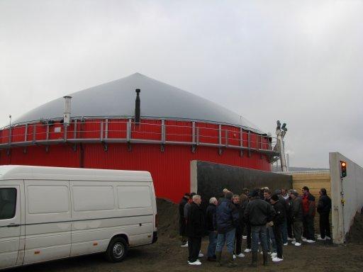 Landwirte aus Altenstadt/Hessen während eines Besuches der Biogasanlage in Hardegsen.