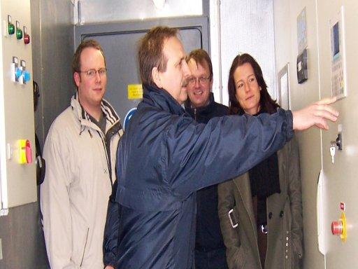 Mitarbeiter der HAWK, Fachhochschule Hildesheim/Holzminden/Göttingen, bei der Arbeit für ein QM-System für den Betrieb von Biogasanlagen