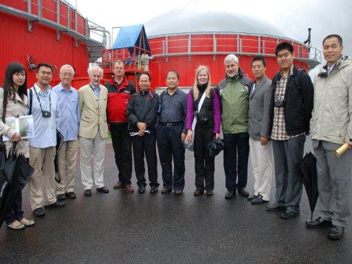 Eine chinesische Delegation informiert sich in Hardegsen über die Biogasbranche in Deutschland.