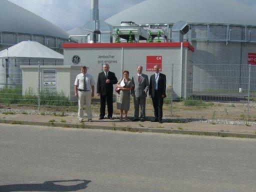 Eine Delegation der Stadt Lębork/Polen unter Leitung des Bürgermeisters Witold Namyślak besichtigt die Biogasanlage Bergen auf Rügen